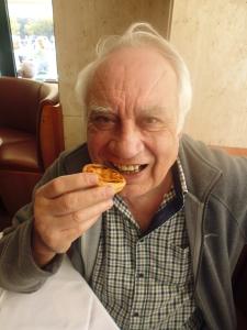 Dawes nibbles a tart in Lisbon